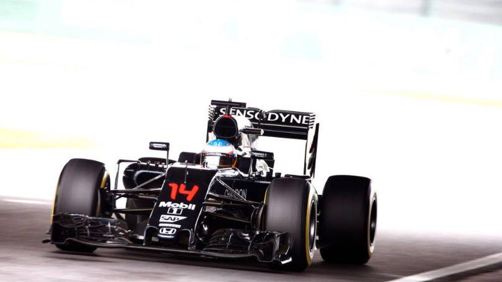 Foto: Alonso, Button, McLaren y Honda atravesaron un 'túnel' en Suzuka.