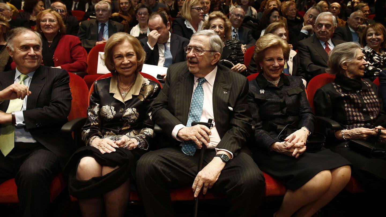 La reina Sofía y sus hermanos, en Atenas. (EFE)