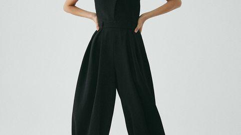 Este mono negro de Massimo Dutti es elegantísimo, estiliza la figura y merece estar en tu armario