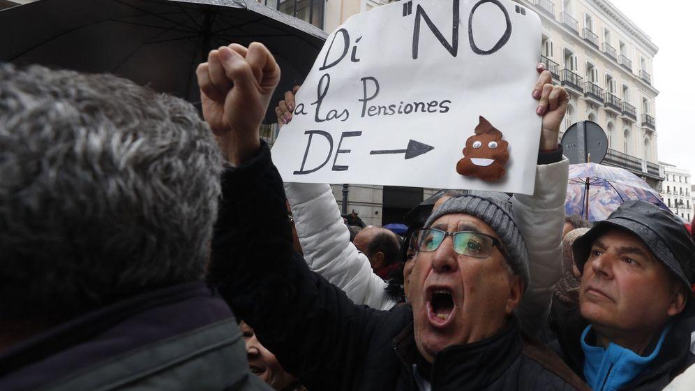 Foto: Jubilados, en el centro de Madrid, protestan por unas pensiones dignas. (EFE)