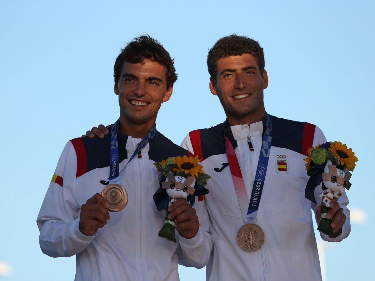 Foto: Xammar y Rodríguez posan con las medallas. (Reuters)