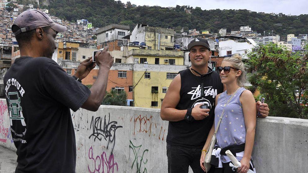 'Favela tour': turistas ricos que pagan por ver de cerca los tiroteos de los pobres
