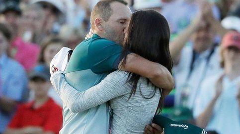 El beso apasionado de Sergio García a su novia tras su victoria en Augusta