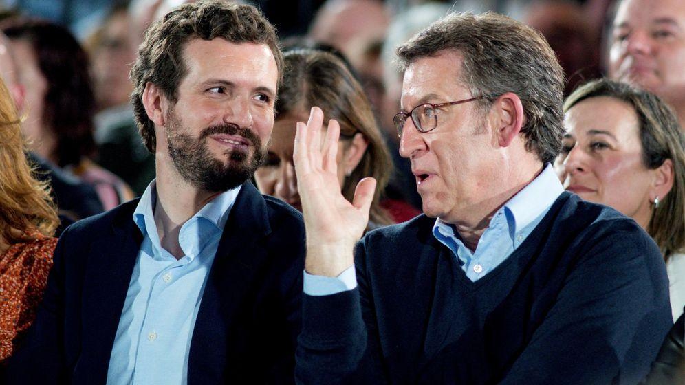 Foto: El presidente del PP, Pablo Casado (i), y el presidente del PPdeG y candidato a la reelección, Alberto Núñez Feijóo (d), durante su participación en un acto celebrado en Ourense en marzo. (EFE)