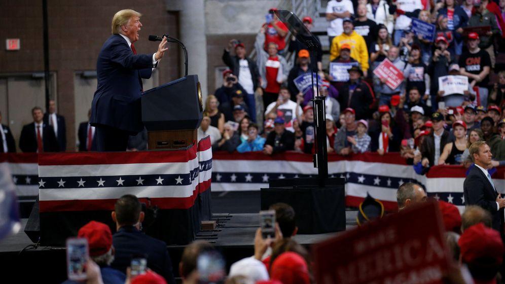 Foto: El presidente Donald Trump se dirige a sus seguidores durante un mítin de campaña en el Centro Cívico Mayo en Rochester, Minnesota, el 4 de octube de 2018. (Reuters)