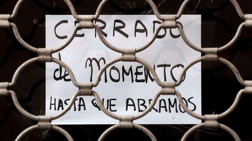 Foto: Cartel en la entrada de una tienda de Valencia. (Efe)