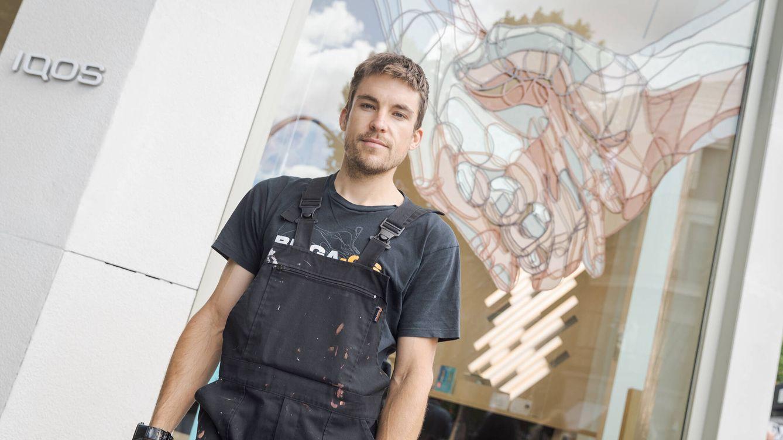 Efímera y en colores tierra: el artista urbano Taquen presenta su último mural en Madrid