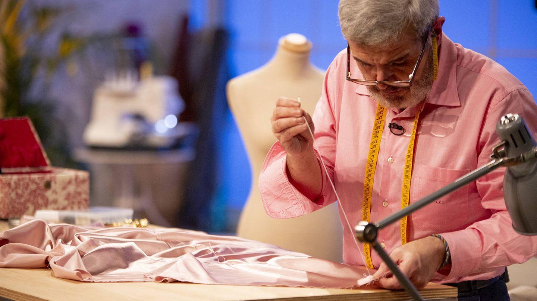 Lorenzo Caprile en el segundo programa de 'Maestros de la costura'. (TVE)