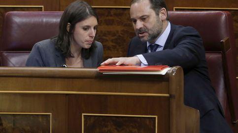 Sánchez ordena abstenerse en la moción de Podemos y no irá al pleno