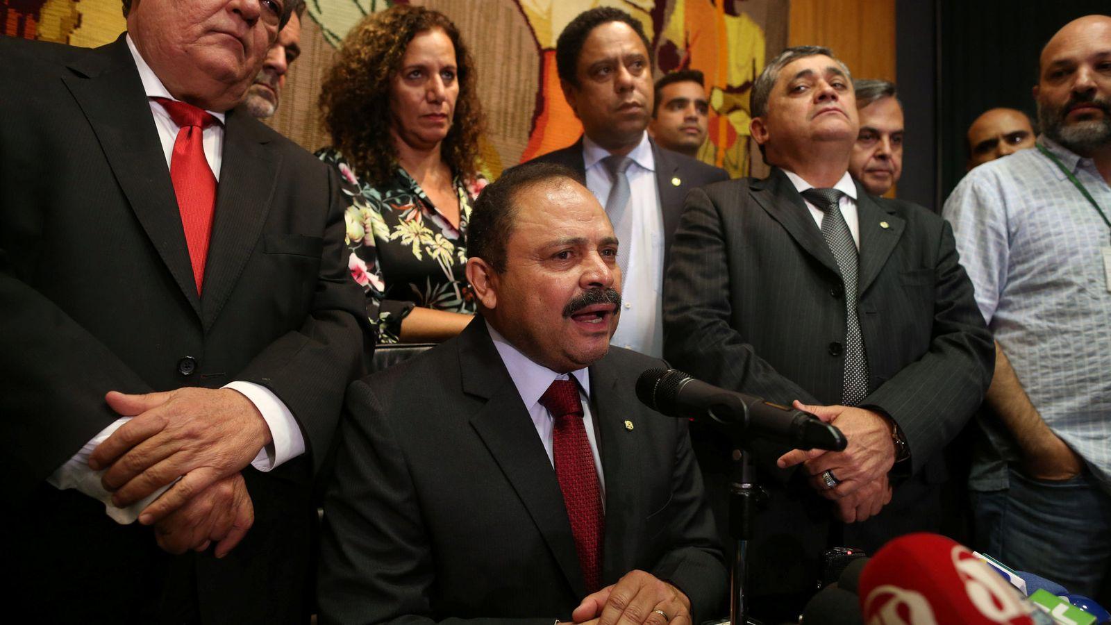 Foto: El diputado Waldir Maranhao, presidente interino de la Cámara Baja brasileña, durante una rueda de prensa en Brasilia (Reuters).