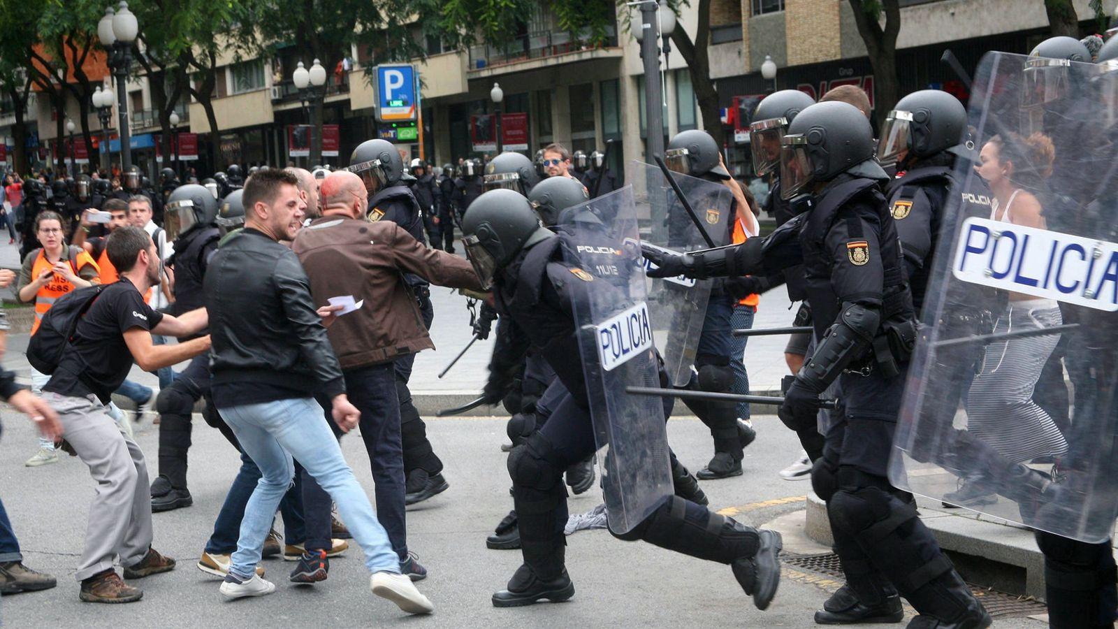 Foto: Miembros de la Policía Nacional el pasado 1 de octubre. (EFE)