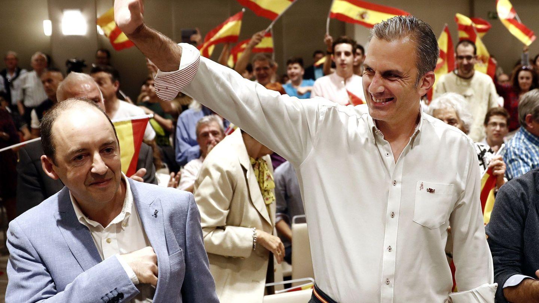 El secretario general de Vox Javier Ortega Smith (d). (EFE)