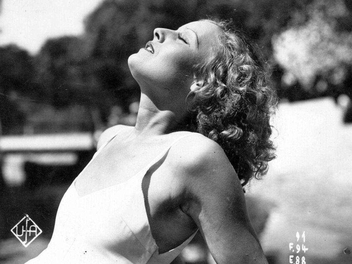 Foto: Lilian Harvey, tomando el sol. (Getty)