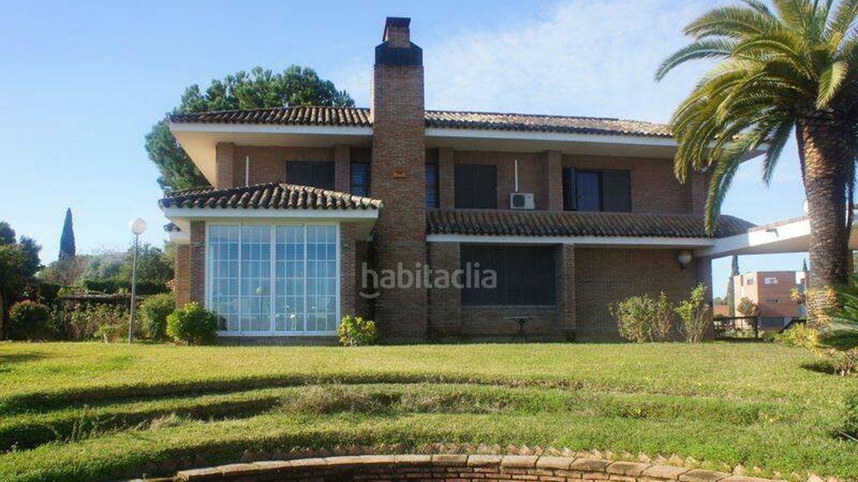 Fachada de la casa de Espartaco donde vivió Maradona. (Habitaclia)