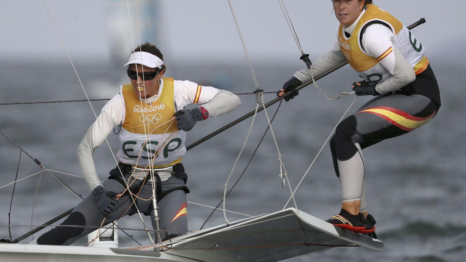Foto: Tamara Echegoyen y Berta Betanzos  durante la 'Medal race'  (Benoit Tessier/REUTERS)