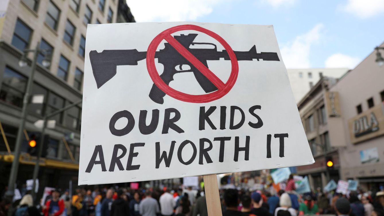Miles de personas marchan en California por un mayor control de armas