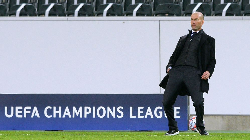 Foto: Zidane durante el partido del Real Madrid en el Borussia Park. (Efe)