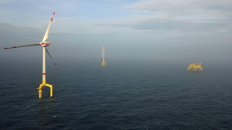 Varias turbinas del parque eólico marino Bard Offshore 1 en el Mar del Norte. (EFE)