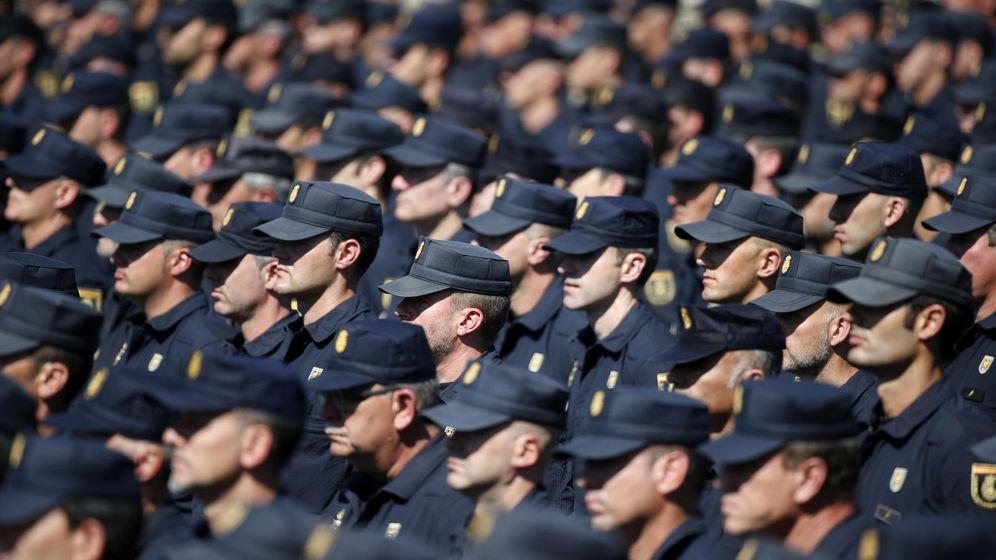 Foto: Agentes de Policía, durante los actos del XXV aniversario de la creación de las Unidades de Intervención Policial. (EFE)