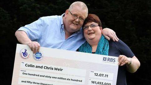 Gana la lotería, compra su equipo de fútbol y se lo regala a los aficionados