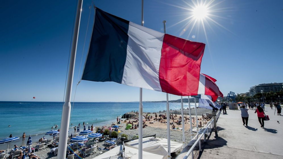 Foto: El Paseo de los Ingleses de Niza, reabierto al público. (EFE)