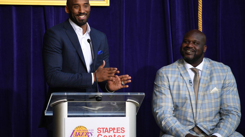 Las camisetas de Kobe Bryant colgarán en el Staples como lo hace la de Shaquille O'Neal. (USA Today Sports)