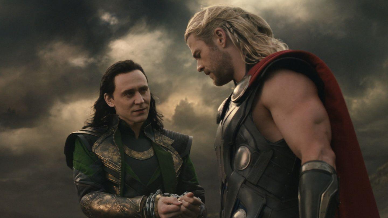 Tom Hiddleston y Chris Hemsworth, en una escena de la película 'Thor: The Dark World'. (EFE)