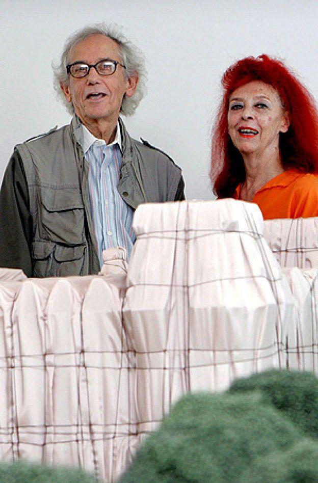 Fallece Jeanne-Claude, la artista que envolvió el Reichstag junto ...