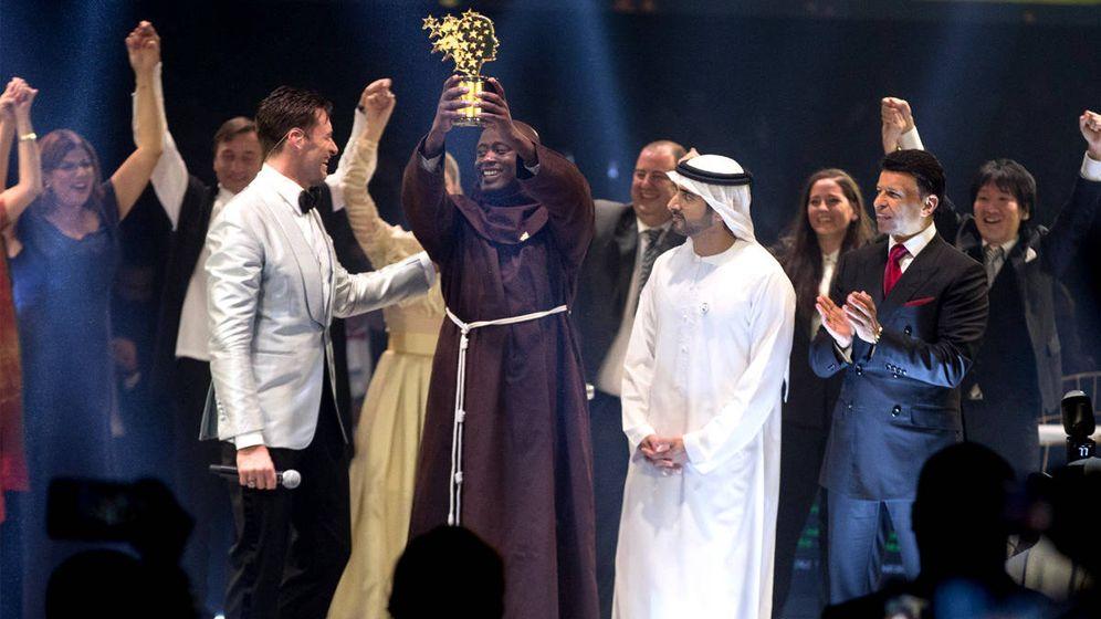 Foto: Peter Tabichi recibe el premio al mejor profesor del mundo en Dubái (Foto: Global Teacher Prize)