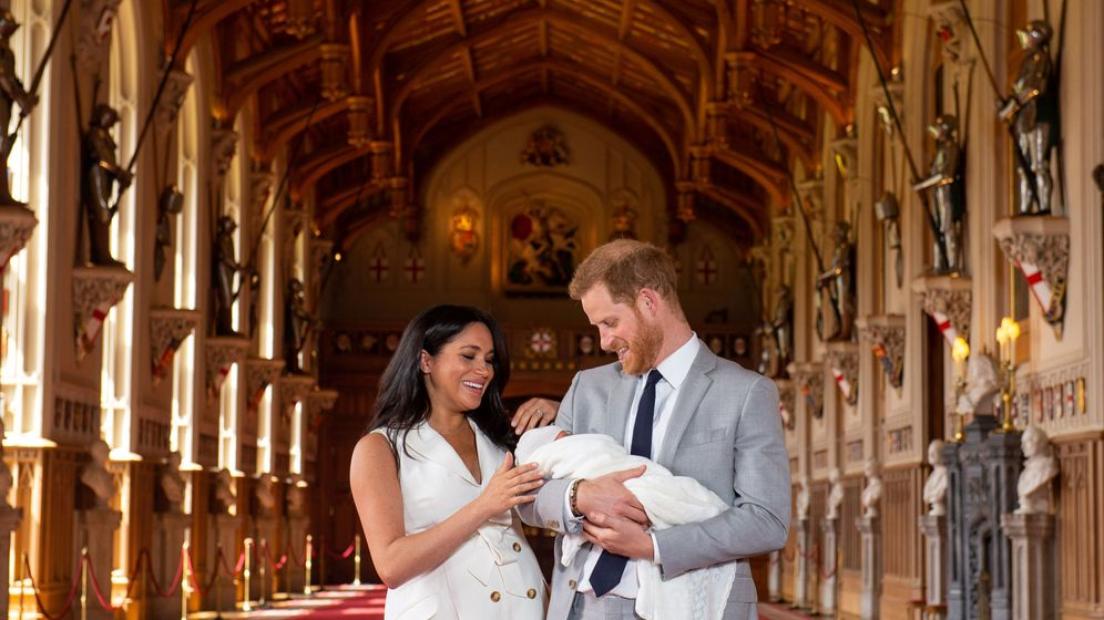 Foto: Los duques de Sussex posan con su hijo. (Reuters)