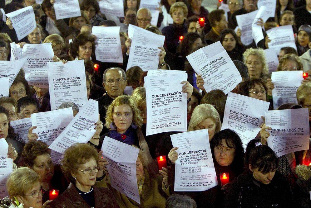 Foto: Una concentración en protesta por una muerte por violencia machista. (EFE)
