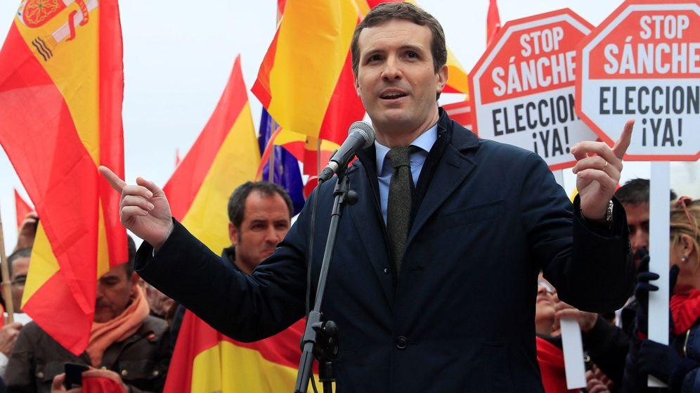 Foto: El presidente del PP, Pablo Casado, durante su intervención en la concentración convocada por su partido, Ciudadanos y Vox el domingo en Madrid. (EFE)