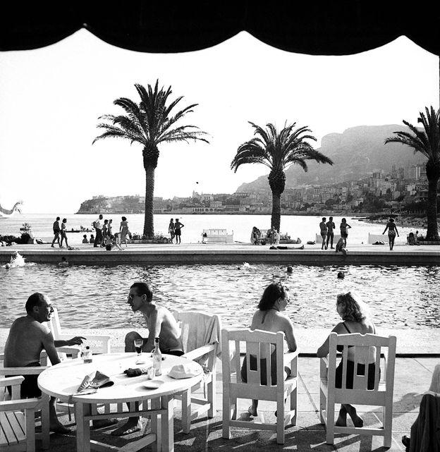Foto: La piscina olímpica del hotel Monte Carlo Beach, a finales de los años 40 del siglo pasado.