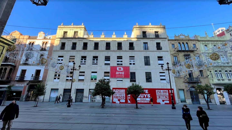 Hotel Soho Boutique en construcción, en la avenida de la Constitución. (Foto: J. L. Losa)