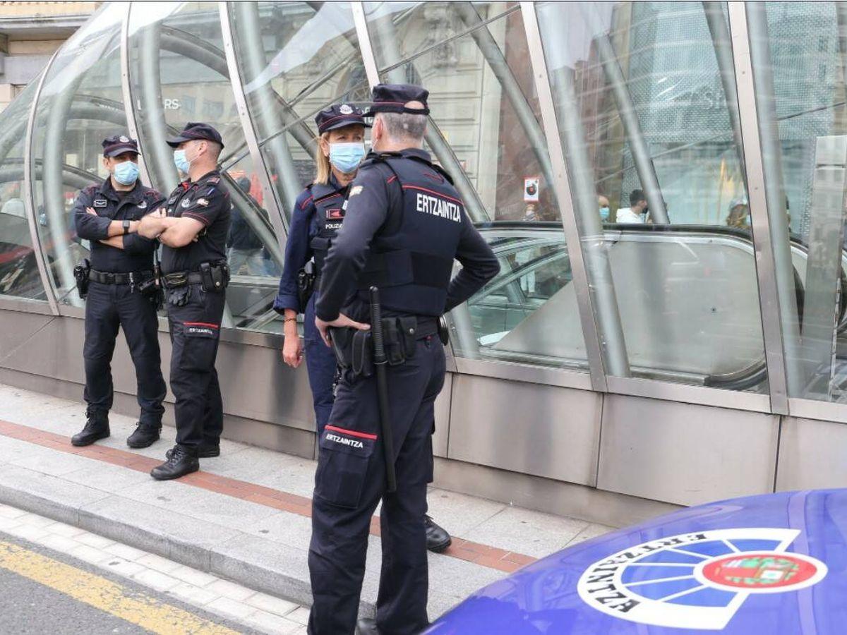 Foto: Varios agentes de la Ertzaintza en una imagen de archivo.
