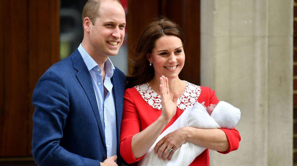 Foto: Los duques de Cambridge, el día que presentaron al pequeño Louis. (Getty)