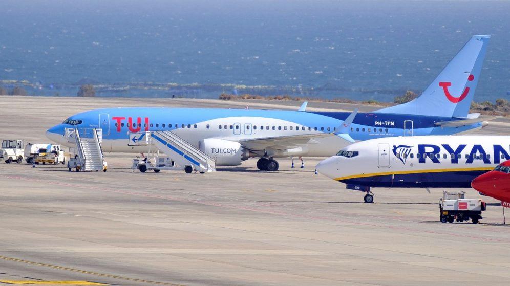 Foto: Varios aviones en el aeropuerto de Gran canaria. (EFE)