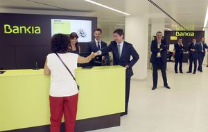 Bankia obliga a firmar a mano las  cláusulas de sus nuevos préstamos