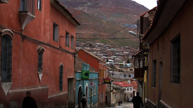 Vida, muerte y dioses en las minas de Potosí: viaje a un yacimiento que se agota