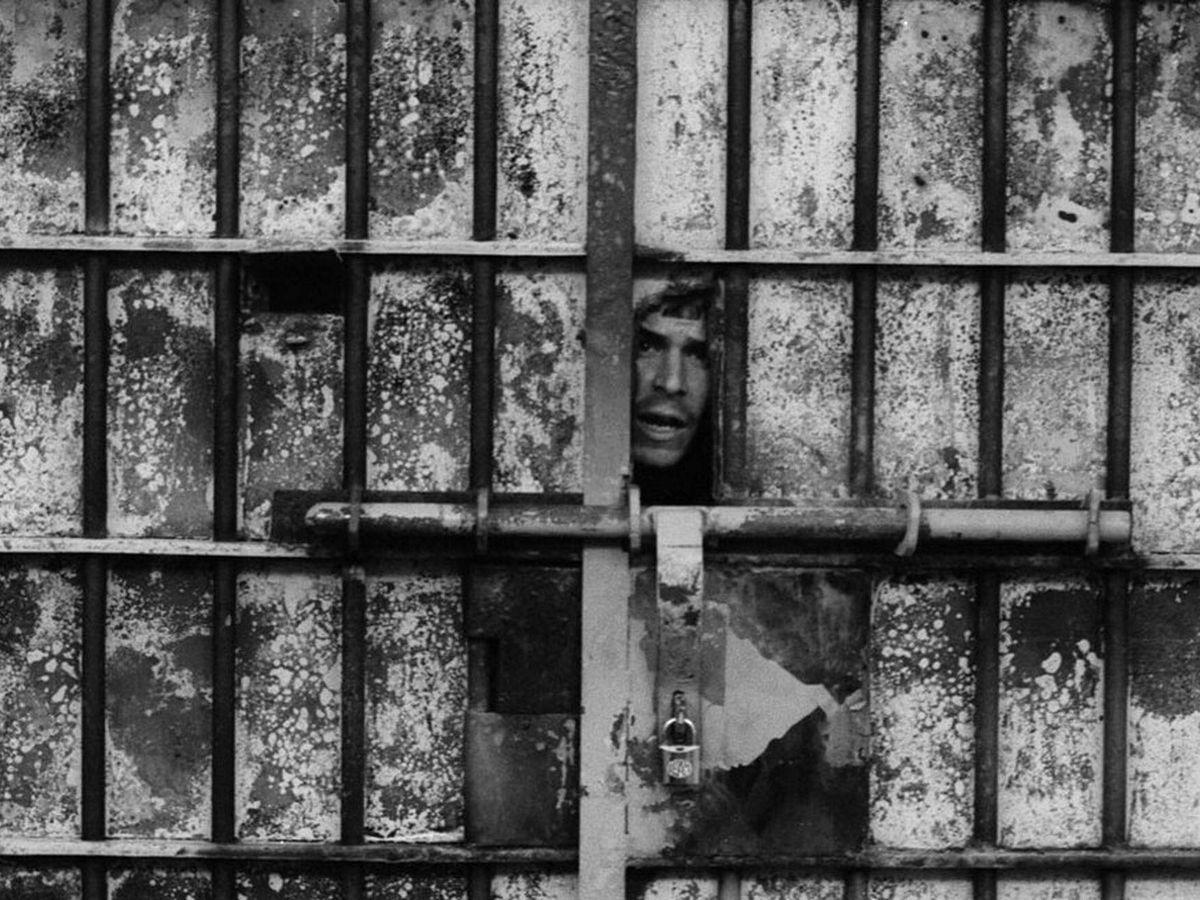 Foto: Motín de presos en la cárcel de Carabanchel, en Madrid, en 1983. (Marisa Flórez)