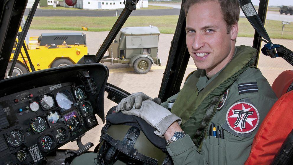 El príncipe Guillermo se estrena como piloto de ambulancia aérea
