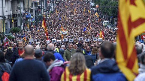 Puigdemont por vídeo y un mural del 'Guernica': la ANC vasca celebra el 1-o