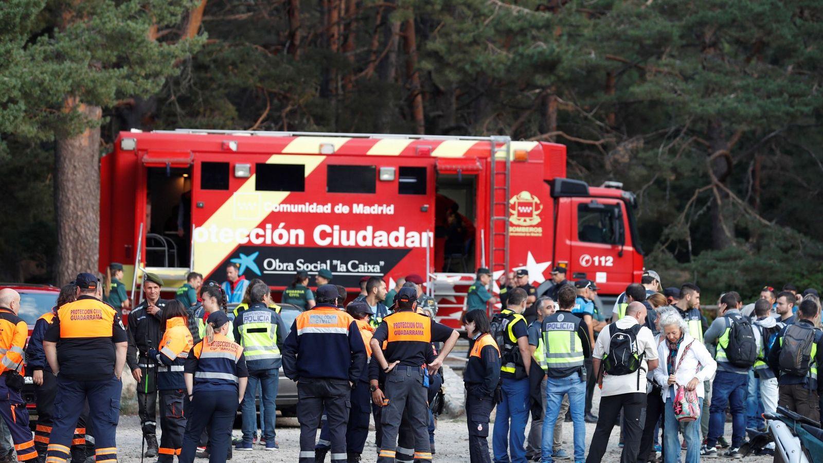Foto: La Policía, la Guardia Civil, los organismos de emergencias y voluntarios momentos antes de reanudar esta mañana la búsqueda. (EFE)