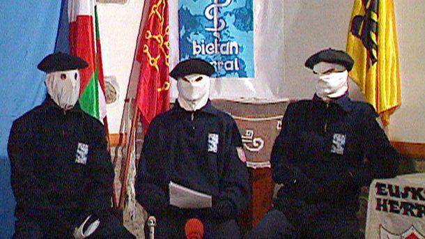 Foto: Miembros de la banda terrorista ETA, en una foto de archivo. (EFE)