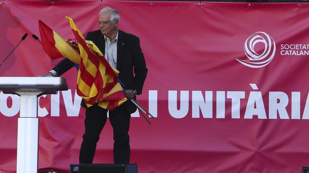 Foto: Fotografía de archivo del ministro Josep Borrel en una manifestación convocada por Societat Civil Catalana. (EFE)