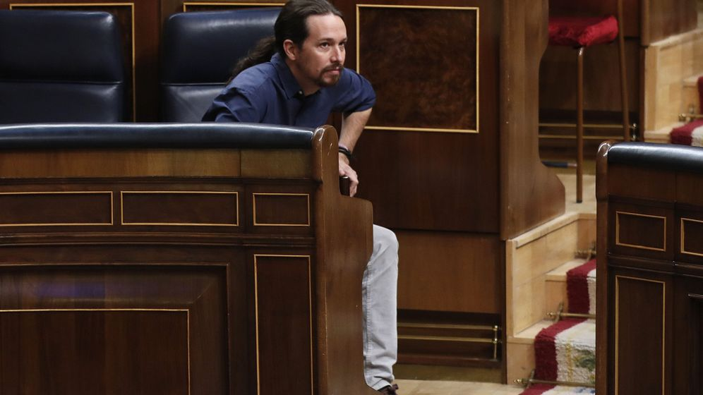Foto: El líder de Podemos, Pablo Iglesias, a su llegada al hemiciclo del Congreso de los Diputados. (EFE)
