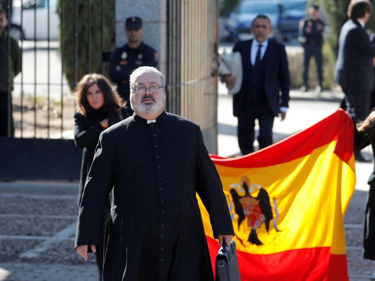 Foto: Ramón Tejero, en la reinhumación de Francisco Franco. (Reuters)