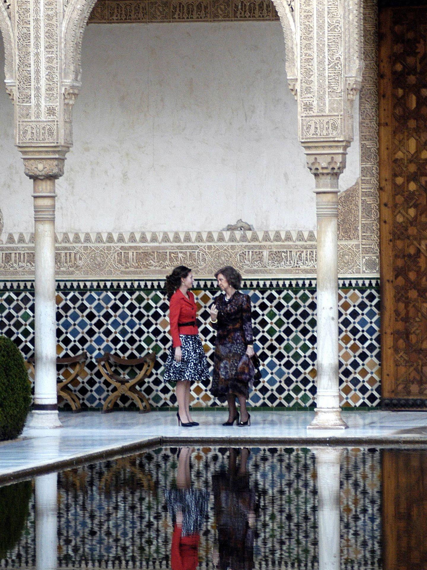 La reina Sofía y Asma Al-Assad, en la Alhambra. (CP)
