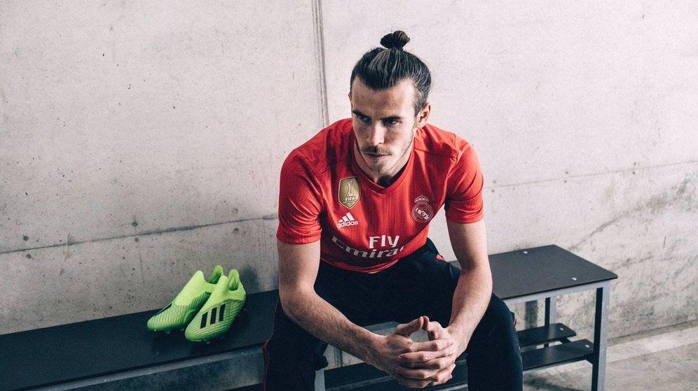 Foto: Gareth Bale, con la nueva camiseta coral hecha con plástico. (Adidas)