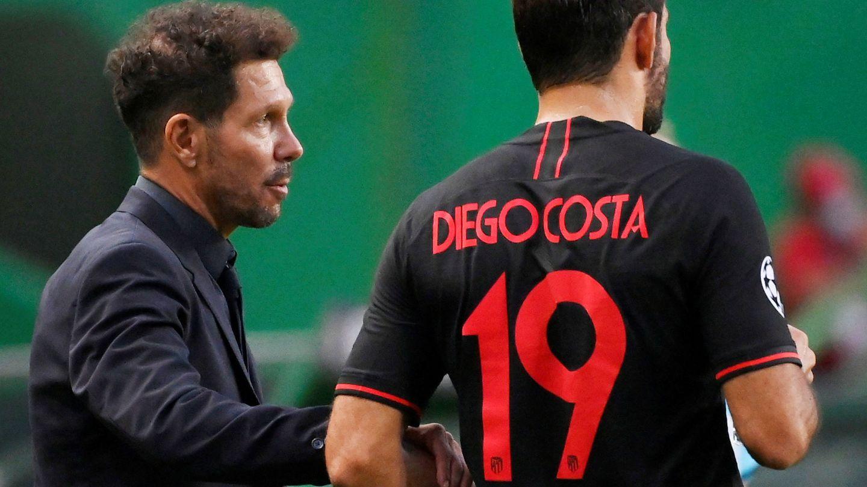 Simeone y Diego Costa, durante el partido ante el Leipzig. (Efe)